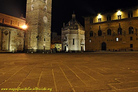 Il Battistero in Piazza Duomo, by night - Pistoia (2304 clic)