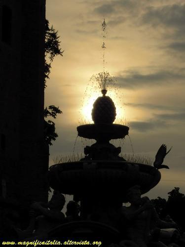 Fontana Masini, armonia al tramonto... - Cesena (2383 clic)