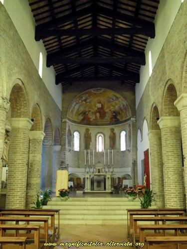 Interno della Chiesa romanica di San Tommaso - Cesena (4549 clic)