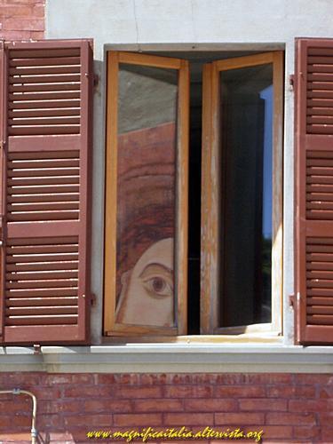 Immagine Sacra riflessa dalla finestra - Pennabilli (2190 clic)