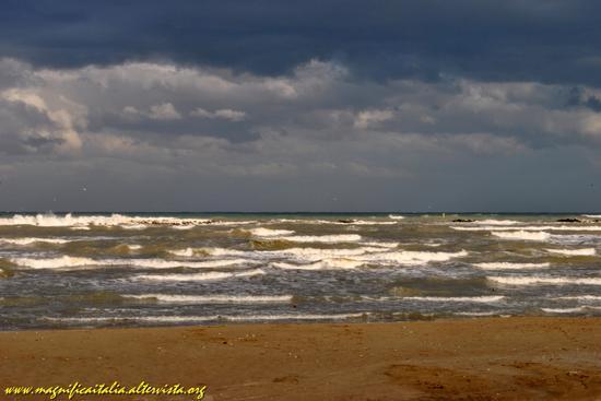 Il mare d' autunno - CESENATICO - inserita il 31-Oct-12
