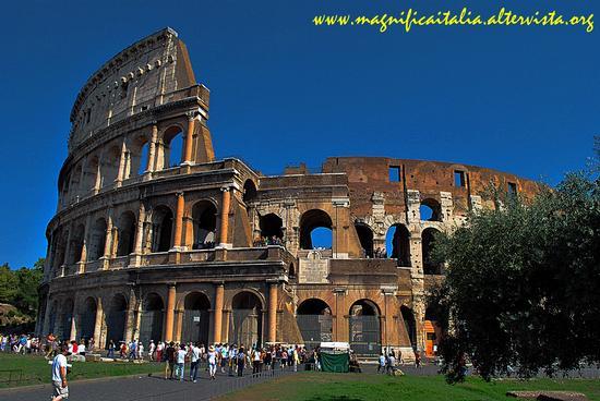 Vedo la Maesta' del Colosseo... - Roma (4016 clic)