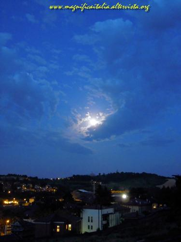 Luna splendente su Cesena - CESENA - inserita il 09-Jul-12
