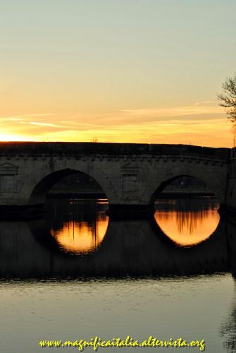 Il Ponte di Tiberio al tramonto - San giuliano a mare (3329 clic)