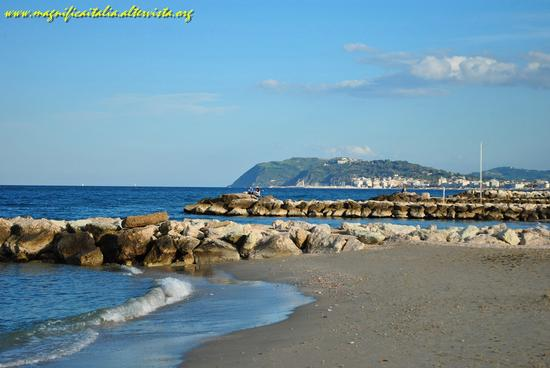 Panorama con vista sul Monte San Bartolo - Misano adriatico (2068 clic)