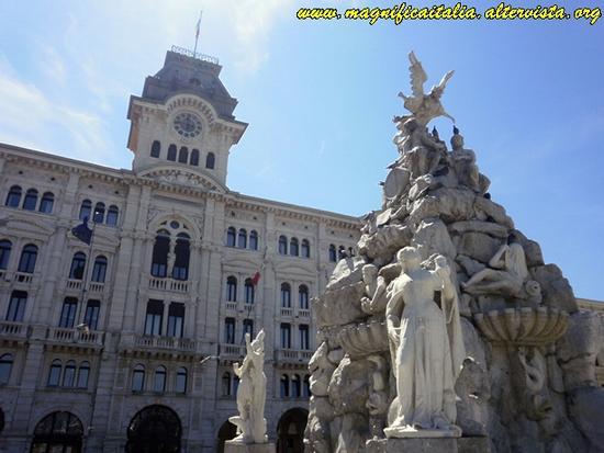 Municipio e Fontana dei 4 Continenti - Trieste (5216 clic)