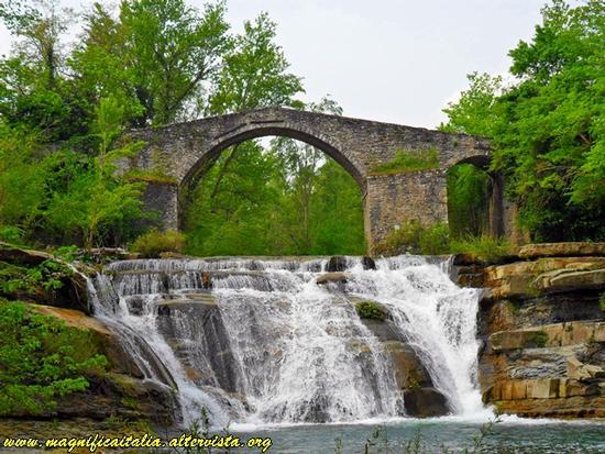 BOCCONI (FC) - Ponte della Brusia - Portico di romagna (3976 clic)