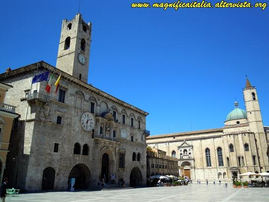 Piazza del Popolo - Ascoli piceno (5364 clic)