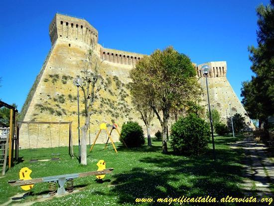 La fortezza - Acquaviva picena (1520 clic)
