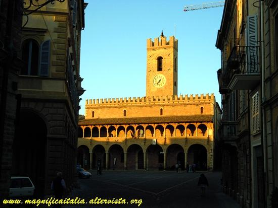 Piazza del Popolo - Offida (1596 clic)