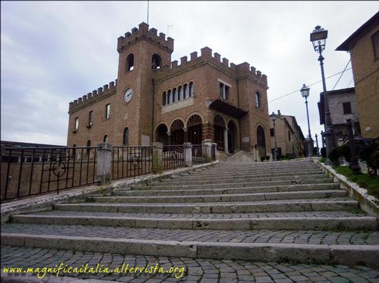 Il Palazzo comunale - Mondolfo (2489 clic)