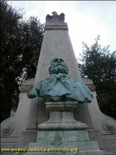 Busto di Giuseppe Garibaldi - Bertinoro (2097 clic)