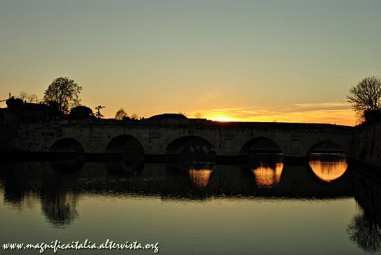 Il Ponte di Tiberio visto dal borgo - SAN GIULIANO A MARE - inserita il 03-Jan-13