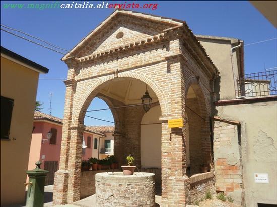 Loggetta settecentesca su cisterna Malatestiana - Borghi (2295 clic)