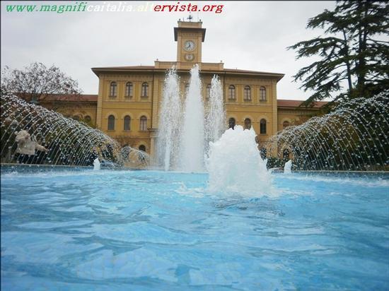 Municipio e la bella fontana - Cattolica (2407 clic)