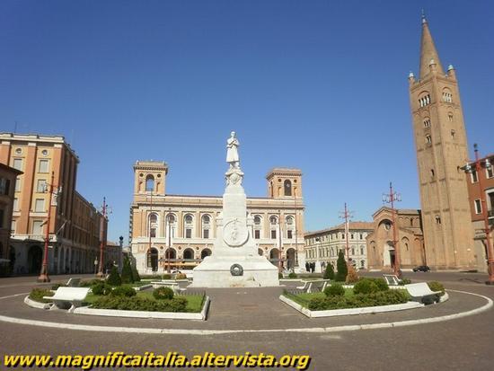 Piazza Saffi e Basilica di San Mercuriale - Forlì (5494 clic)