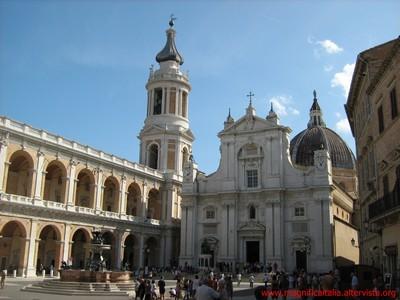 Piazza, Santa Basilica e Fontana. - LORETO - inserita il 07-Jul-10