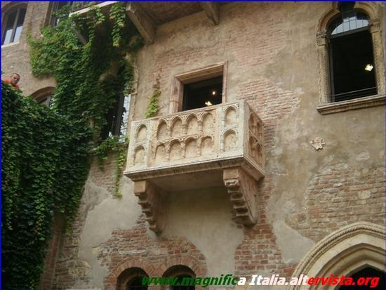 Il famoso balcone nella casa di Giulietta - Verona (2941 clic)