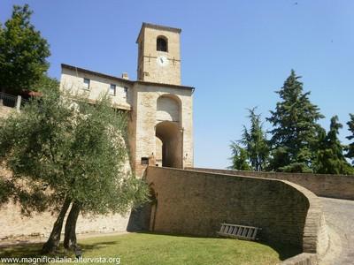 L'ingresso del borgo - Montegridolfo (1705 clic)