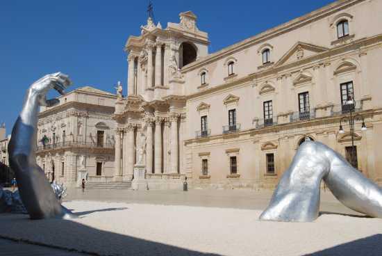 Piazza - Siracusa (6370 clic)