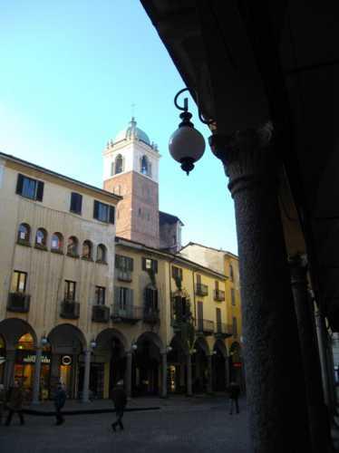 Piazza delle Erbe - Novara (1870 clic)