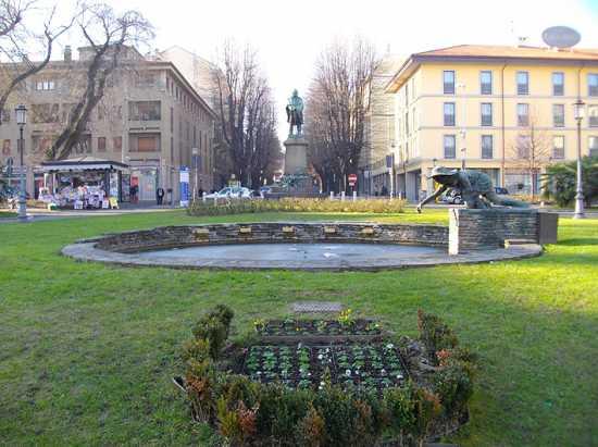 Piazza Garibaldi o della Stazione - Novara (4088 clic)