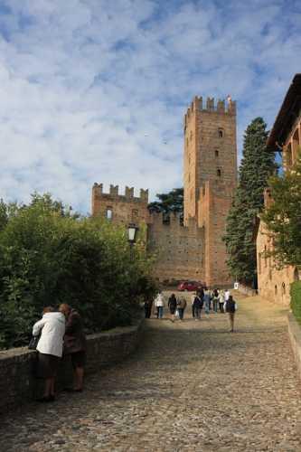 Verso il Borgo Vecchio - Castell'arquato (2192 clic)