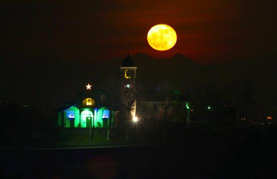 La luna e San Martino, 2, Oleggio Castello dicembre 2012 (803 clic)