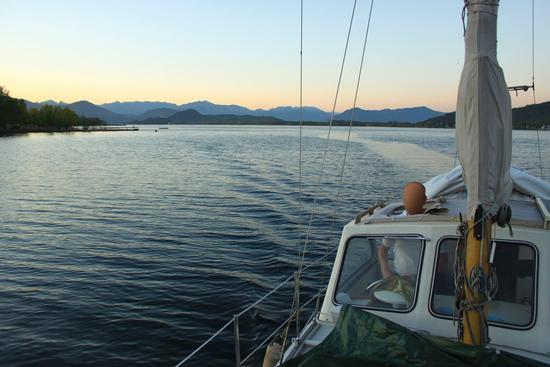 In vela sul lago, 3, Lago Maggiore (Verbano) aprile 2011 - Dormelletto (1533 clic)