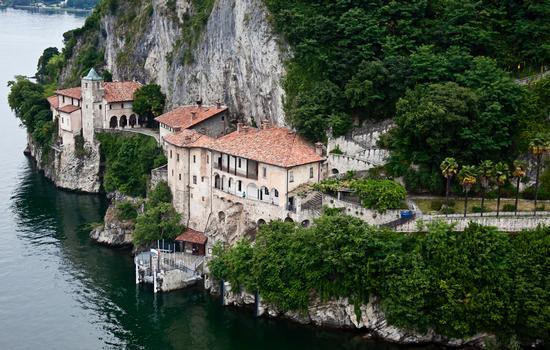 Santa Caterina del Sasso - LEGGIUNO - inserita il 03-Aug-15