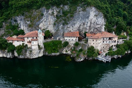 Santa Caterina del Sasso - Leggiuno (1085 clic)