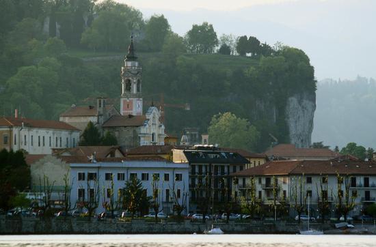 Arona verso il tramonto, Lago Maggiore (Verbano), Piemonte aprile 2011 (2228 clic)