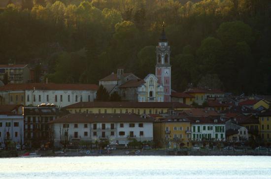 Arona al tramonto, Lago Maggiore (Verbano) aprile 2011 (1874 clic)