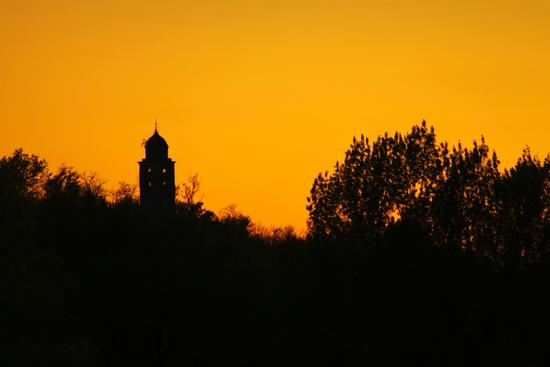Chiesa di Santa Maria a Dormelletto al tramonto, Lago Maggiore (Verbano) aprile 2011 (1777 clic)
