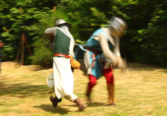Medioevo sul lago d'Orta, cavalieri in arme, torre del Buccione luglio 2012 (1460 clic)