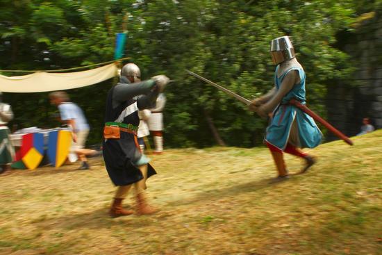 Medioevo sul lago d'Orta, cavalieri in arme 2, torre del Buccione luglio 2012 - Gozzano (1721 clic)