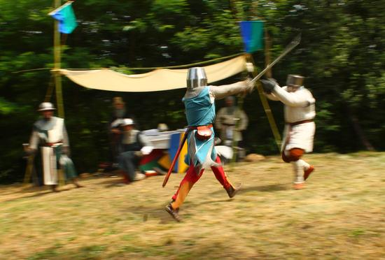 Medioevo sul lago d'Orta, cavalieri in arme 3, torre del Buccione luglio 2012 - Gozzano (1984 clic)