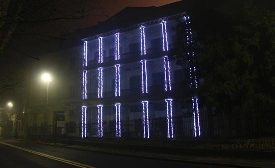Casa Bossi con luci natalizie, Novara dicembre 2010 (2007 clic)