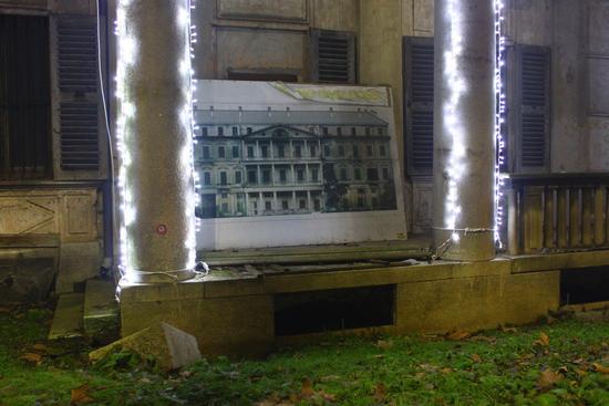 Casa Bossi con luci natalizie, dettaglio, Novara dicembre 2010 (1846 clic)
