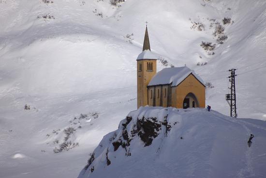 Chiesetta a Riale dedicata a SS. Maria, Anna e Laurentii, Formazza, Piemonte gennaio 2014 (3299 clic)