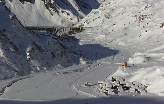 Riale e diga del Morasco, Formazza, Piemonte gennaio 2014 (925 clic)