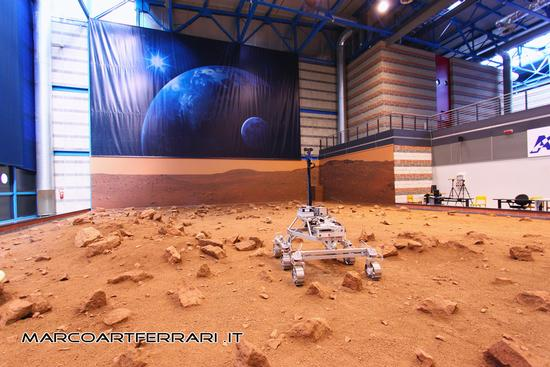 Suolo marziano, prossimo rover (incompleto) per l'esplorazione di Marte, Alenia Torino luglio 2011 (2093 clic)