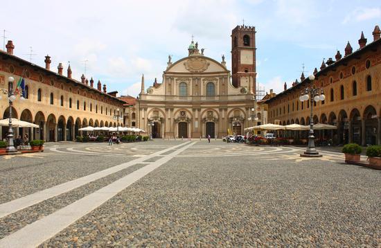 Piazza Ducale, Vigevano giugno 2012 (4317 clic)