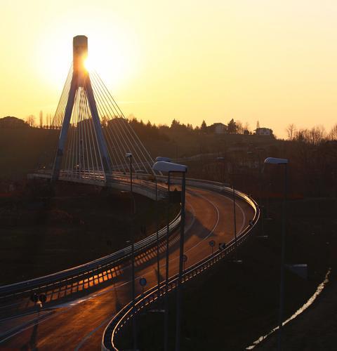Tramonto sul nuovo ponte, Niza Monferrato marzo 2012 - Nizza monferrato (1566 clic)