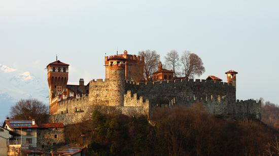 Castello di Pavone - PAVONE CANAVESE - inserita il 21-Mar-13