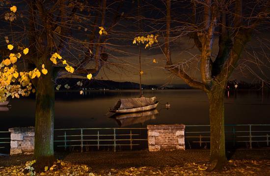 Lago d'autunno, Britannia lo scafo più antico del lago Maggiore, Arona (1034 clic)