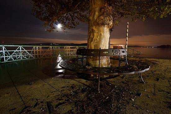 Panchina con esondazione, Lago Maggiore, Arona novembre 2014 (777 clic)