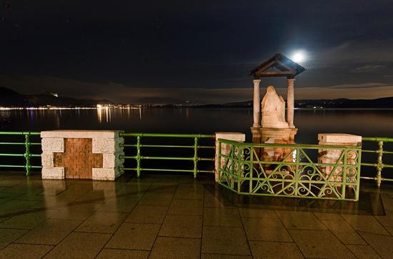Madonnina asimmetrica con esondazione, Lago Maggiore, Arona novembre 2014 (887 clic)