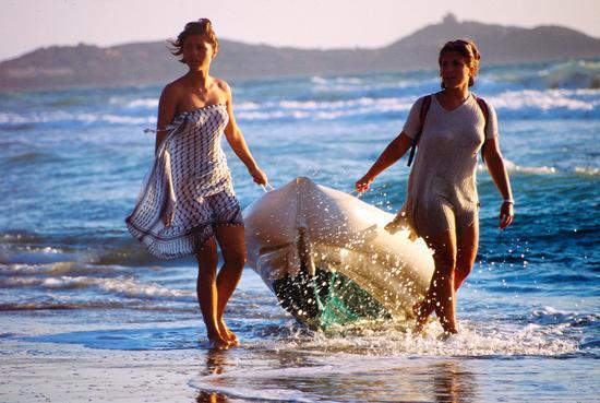 Sulla spiaggia di Punta Ala, agosto 1998 (2258 clic)
