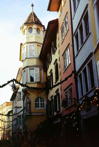 Per le vie di Bolzano, dicembre 2001 (2037 clic)